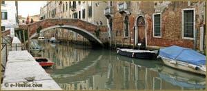 Le pont dei Gesuiti sur le rio de Santa Caterina, dans le Sestier du Cannaregio à Venise.