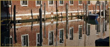 Reflets sur le rio di Sant'Alvise, dans le Sestier du Cannaregio à Venise.