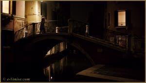 Le pont San Canzian, sur le rio dei Santi Apostoli, dans le Sestier du Cannaregio à Venise.