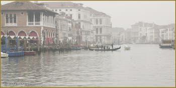 Le Traghetto de Santa Sofia, qui relie la Strada Nova au marché du Rialto, sur le Grand Canal à Venise.