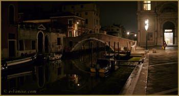 Nuits de Venise, le rio dei Mendicanti, dans le Sestier du Castello.