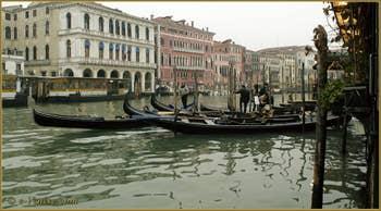 Gondoles et Gondoliers sur le Grand Canal