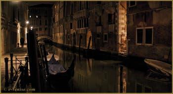 La nuit à Venise le long du rio de San Severo, dans le Sestier du Castello.