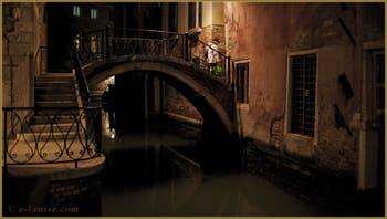 Le pont Cappello, sur le rio de la Tetta, dans le Sestier du Castello à Venise.