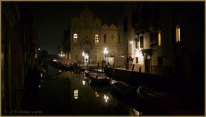 La Scuola Grande di San Marco, le long du rio dei Mendicanti avec, à sa gauche, le pont Cavallo, dans le Sestier du Castello à Venise.