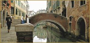 La Venise d'hiver : Le Pont del Paradiso, sur le rio del Mondo Novo, le long de la Fondamenta del Dose, dans le Sestier du Castello
