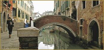 La Venise d'hiver : Le Pont del Paradiso, sur le rio del Mondo Novo