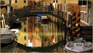 Le pont Priuli, sur le rio de Santa Sofia, dans le Sestier du Cannaregio à Venise.