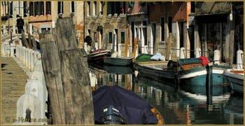 Le rio de le Eremite, le long de la Fondamenta de le Romite, dans le Sestier du Dorsoduro à Venise.