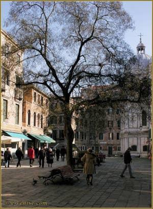Le Campo Santa Maria Nova et l'église dei Miracoli, dans le Sestier du Cannaregio à Venise.