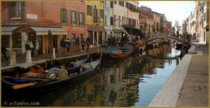 Le rio de San Barnaba et le pont dei Pugni, dans le Sestier du Dorsoduro à Venise.