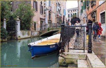 Le rio de la Panada, la Fondamenta Van Axel et le pont de le Erbe, dans le Sestier du Cannaregio à Venise.