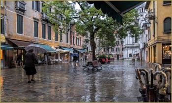 Le quotidien vénitien sur le Campo Santa Maria Nova, dans le Sestier du Cannaregio à Venise.