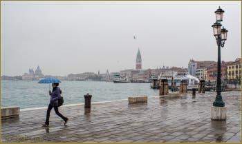 La pluie sur la Riva di Ca' di Dio, dans le Sestier du Castello à Venise.