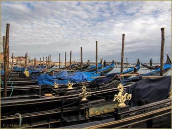 Les Gondoles du Bassin de Saint-Marc à Venise.