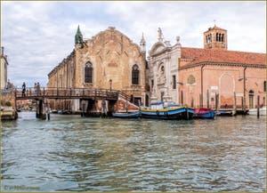 Autour du Campo de l'Abazia, la Scuola Vecchia de la Misericordia et l'église Santa Maria Valverde, dans le Sestier du Cannaregio à Venise.