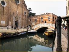L'église, le pont et le rio dei Frari