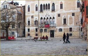 La belle façade du XVe siècle du Palazzo Badoer Gritti sur le Campo de la Bragora, dans le Sestier du Castello à Venise.