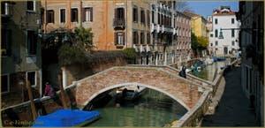 Le pont de Mezzo et la Fondamenta Bragadin, le long du rio de San Vio, dans le Sestier du Dorsoduro à Venise.