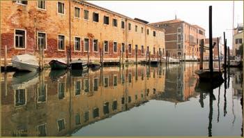 Le couvent des Canossiane le long du rio de Sant'Alvise, dans le Sestier du Cannaregio à Venise.