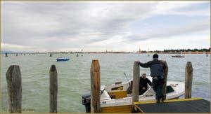 Vues depuis les Fondamente Nove, l'île de Murano et sur la droite, l'île cimetière de San Michele, dans la lagune Nord de Venise.