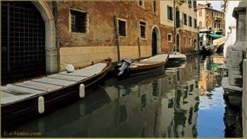 Minou Vénitien sur son bateau, rio dei Miracoli