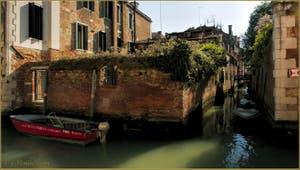 Les rii de Santa Caterina et de la Racheta, dans le Sestier du Cannaregio à Venise.
