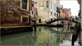 Le rio de San Giovanni Laterano et le pont dei Consafelzi, dans le Sestier du Castello à Venise.