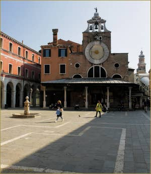 L'église San Giacometto, sur le Campo San Giacomo de Rialto, dans le Sestier de San Polo à Venise.