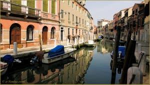 La Fondamenta de le Romite, le long du rio de le Eremite, dans le Sestier du Dorsoduro à Venise.