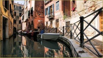 La Fondamenta drio Ruga Giuffa, le long du rio de San Zaninovo, dans le Sestier du Castello à Venise.