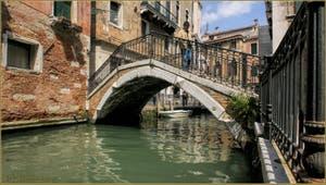 Le pont Cavagnis, au-dessus du rio de San Severo, dans le Sestier du Castello à Venise.