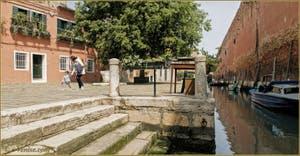 Le Campo et le rio de le Gorne, dans le Sestier du Castello à Venise.