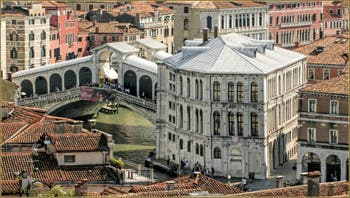 Venise vue du Ciel : le Pont du Rialto sur le Grand Canal et le Palazzo dei Camerlenghi.