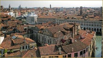 Les toits et les Campaniles de Venise