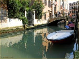Le rio de la Panada et le pont de le Erbe, dans le Sestier du Cannaregio à Venise.