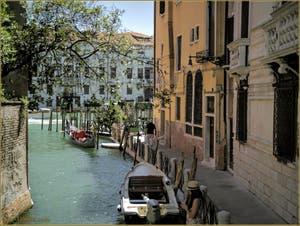 La Fondamenta, le rio et le Tragheto de San Tomà, dans le Sestier de San Polo à Venise.