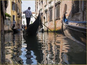 Gondoles sur le rio del Mondo Novo
