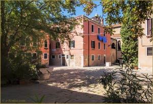 Le Campiello del Piovan et ses puits, dans le Sestier du Castello à Venise.