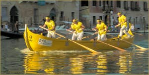 L'équipage vainqueur de la régate des Caorline lors de la Regata Storica.