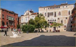 Le Campo Bandiera e Moro o de la Bragora et ses puits, dans le Sestier du Castello à Venise.