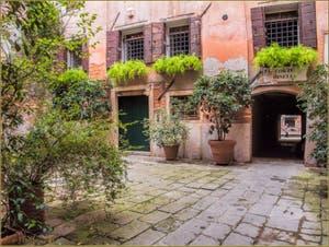 La Corte Minelli, décrite par George Sand dans Consuelo, dans le Sestier de Saint-Marc à Venise.