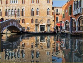 Les reflets du Pallazzo Marcello dans le rio del Malcanton, dans le Sestier de Santa Croce à Venise