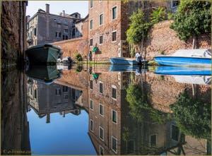 Les reflets du rio de la Celestia, dans le Sestier du Castello à Venise