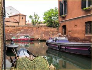 Les couleurs de Venise sur le rio del Batello Ca' Moro, dans le Sestier du Cannaregio à Venise