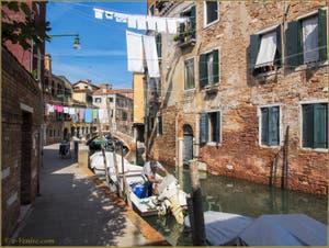 La vie tranquille des Vénitiens, fondamenta del Rielo, dans le Sestier du Castello à Venise