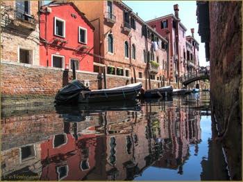 Les reflets du rio de Sant'Andrea Gozzi Sartori, dans le Sestier du Cannaregio à Venise