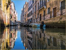 Les reflets et couleurs du rio de San Giovanni Laterano