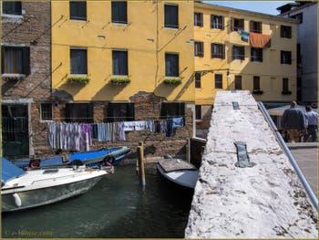 Le pont, le rio et le campo Sant'Agostin, dans le Sestier de San Polo à Venise