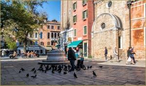 Le Campo dei Santi Apostoli et son puits, dans le Sestier du Cannaregio à Venise